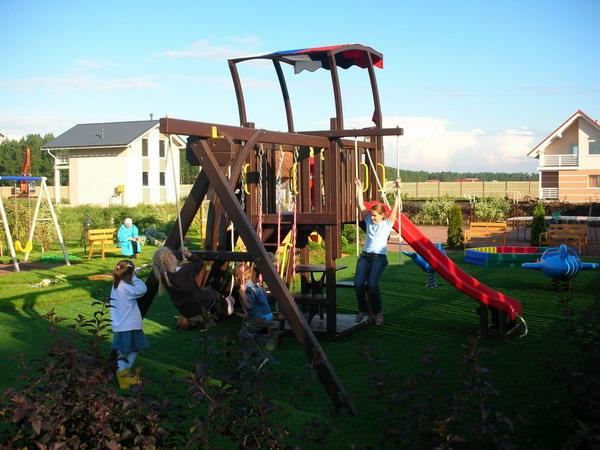 Детская площадка на берегу Ладожского озера